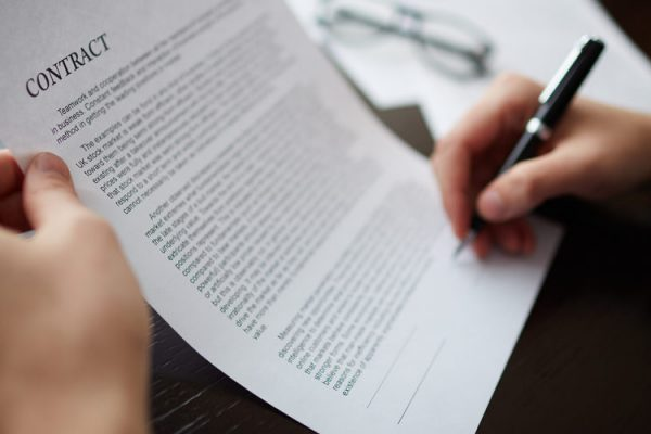 What is a Liquidated Damages Clause in a Contract?